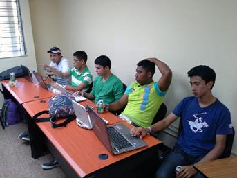 Estudiantes de Cocle compitiendo en proyecto Space Apps Challenge