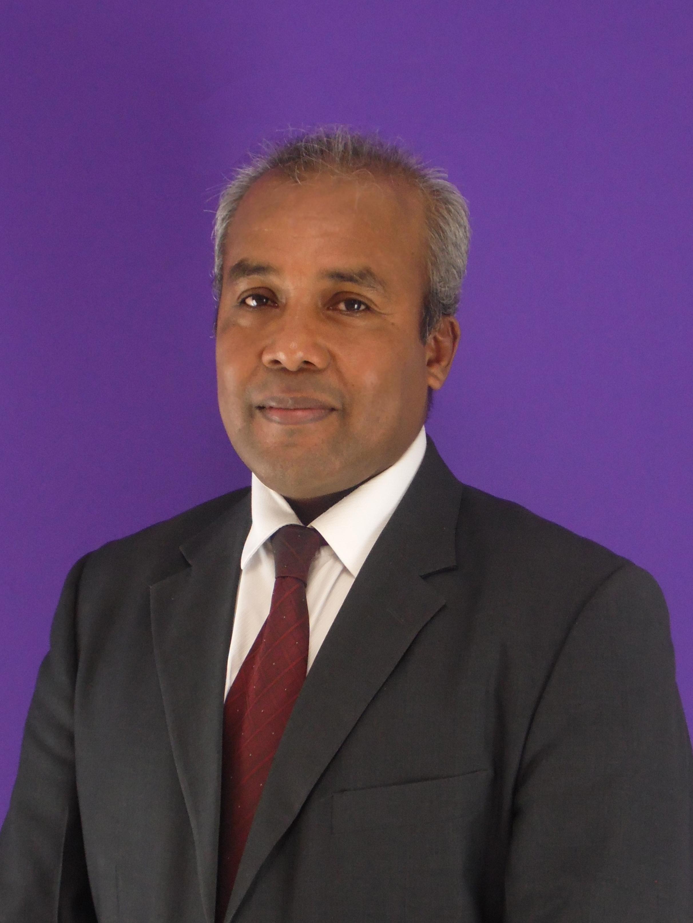 Director del Centro Regional de Coclé Licdo. Pablo Moreno Flores