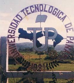 Contrucción del logo de la Universidad Tecnológica de Panamá Centro Regional de Coclé